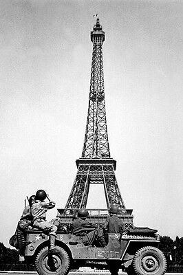 New 5x7 World War II Photo: 4th U.S. Infantry with Eiffel Tower, Liberated Paris
