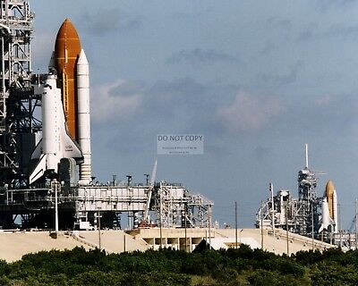 EP-879 SPACE SHUTTLES DISCOVERY /& ENDEAVOUR TOGETHER ON TARMAC 8X10 NASA PHOTO