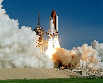 MAIDEN LAUNCH OF SPACE SHUTTLE DISCOVERY IN 1984 - 8X10 NASA PHOTO (EP-247)