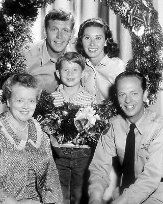 """""""The Andy Griffith Show"""" Cast (Christmas) - 8X10 Publicity Photo (Ep-769)"""
