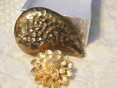 Collectible Gold Tone Set 2 Scarf Clips Hammered Flower Signed Pat Pend WOW