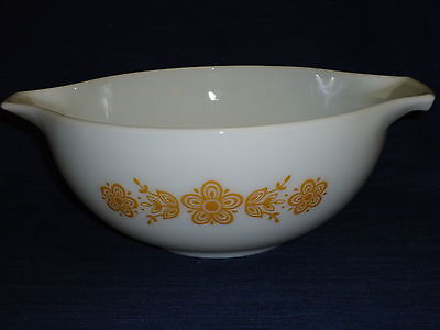 "Vintage 2.5 liter PYREX ""Butterfly Gold"" white MIXING BOWL w/Handle Tabs"