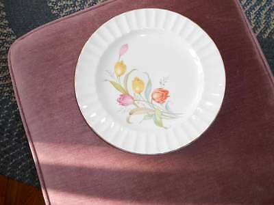 """Knowles,Edwin 9 1/8"""" Plate KNO992 Tulips Fluted Rim Gold Trim"""