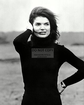 """Jacqueline """"jackie"""" Kennedy Onassis In 1969 - 8X10 Photo (Aa-054)"""