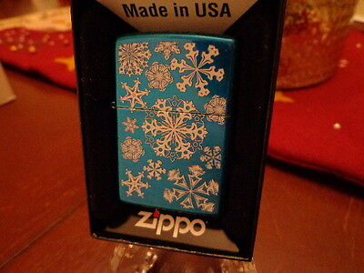 CHRISTMAS SNOWFLAKES ZIPPO LIGHTER MINT IN BOX 2013
