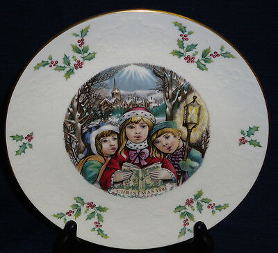 "8.25"" Royal Doulton CHRISTMAS 1981 PLATE"