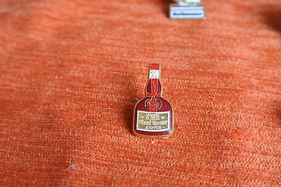 02123 PIN'S PINS Boisson LIQUEUR GRAND MARNIER vin DECAT PARIS FRENCH WINE