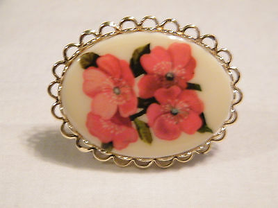 Collectible Gold Tone Ornate Scarf Clip Ring Cabochon Off White Red Floral Large