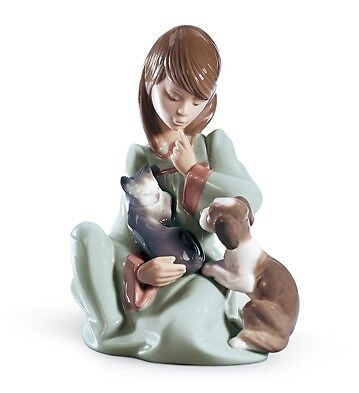 Lladro Porcelain Cat Nap Girl with Cat and Dog Figurine Ornament 01005640 New
