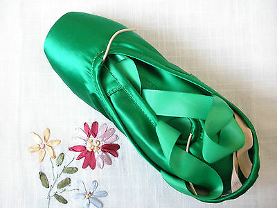 High quality intermediate/advanced level green satin ballet dance pointe shoes