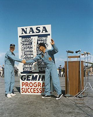 Astronauts Jim Lovell Buzz Aldrin Shake Hands Front Of Sign  8X10 Photo (Aa-562)