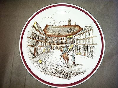 Vernon Kilns Bits Of Old England, Engraved Luncheon Plate No. 7