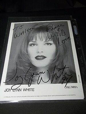 SEXY JOY LYNN WHITE Signed AUTOGRAPHED 8X10 PHOTO COUNTRY MUSIC FAN FAIR 94