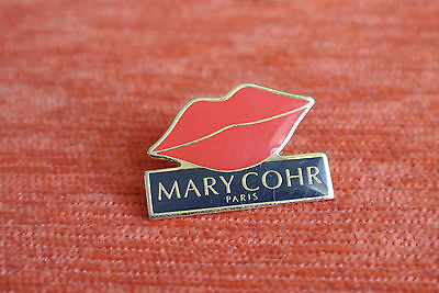 06713 Pin's Pins Institut Mary Cohr Paris Cosmetique Cosmetic Lip