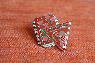 06743 Pins Pin's Papeterie Clairefontaine Cahier Rouge