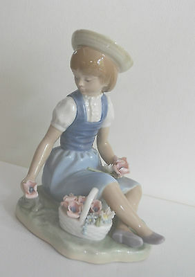 Lladro Retired Figurine #1287 With Wild Flowers Girl  Great Gift
