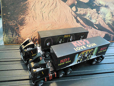 AUTO WORLD ~ KISS RACING RIGS~ RELEASE 3 TRUCKS ~ NEW IN BOX ~ FITS AFX, AW, JL
