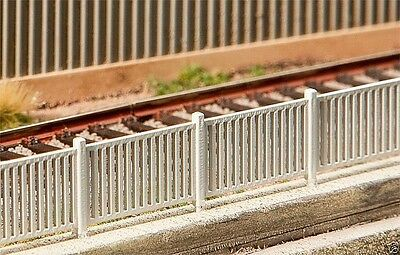 180428 Modern fence, 1242 mm 1:87 suberb detail