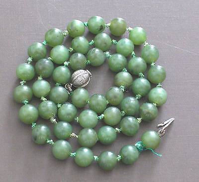 GORGEOUS VINTAGE GREEN JADE NECKLACE (36.9 GRAMS)
