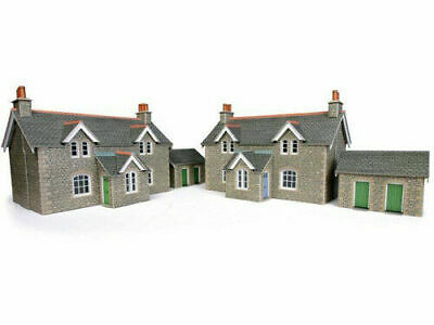 Metcalfe Railway Workers Cottages OO Gauge Card Kit PO255