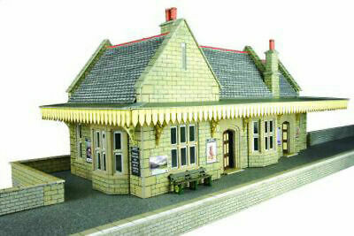 Metcalfe Stone Built Wayside Station OO Gauge Card Kit PO238