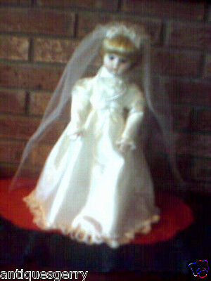 """VTG.1980'S HERITAGE MINT COLLECTION SIGNATURE 16"""" PORCELAIN WEDDING DOLL W/STAND"""