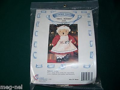 Teddy Bear Clothes Mrs. Klaus  Christmas Outfit   Baking Cookies  Cookbook New