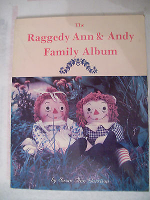 RAGGEDY ANN & ANDY DOLLS PRICE VALUE GUIDE COLLECTOR'S BOOK Color Pics + $$$ id