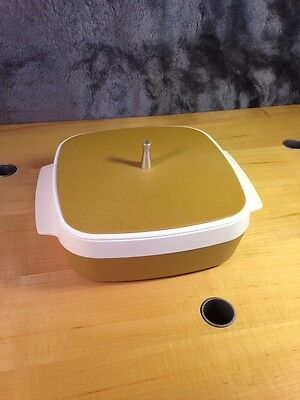 Vintage Harvest Gold/White West Bend Plastic -Therm-o-ware Covered Dish! (A11)
