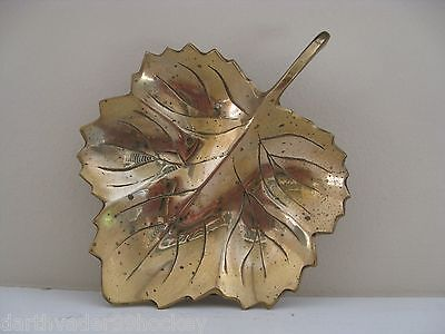 ● VINTAGE 60's  THICK BRASS MAPLE LEAF DISH CACHE ● BALL FOOTED - VERY DETAILED