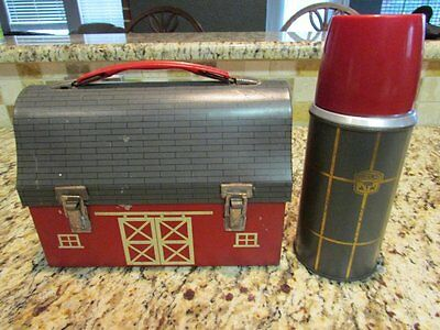 VINTAGE GOOD RARE 1957 RED BARN CLOSED DOORS DOME METAL LUNCHBOX & THERMOS
