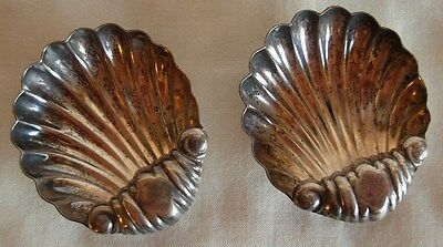 PAIR OF 800 SILVER SHELL SHAPE OPEN SALT CELLARS - 24.7 grams