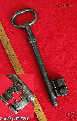 Rare Genuine Museum Grade 1700's French Wire Bow Skeleton Key w/ Club Bit Cut