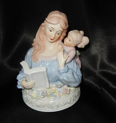 BEAUTIFUL MOTHER AND DAUGHTER FIGURINE