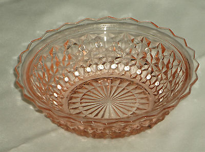 Jeannette Glass Buttons & Bows Holiday Pink Narrow Rimmed Round Berry Bowl