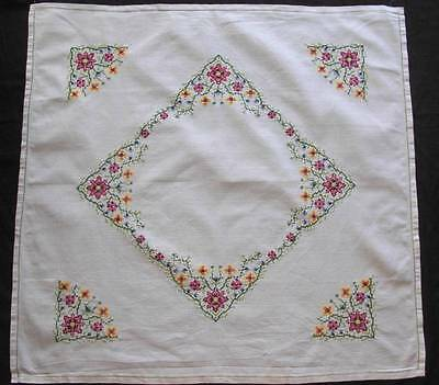 "VINTAGE CROSS STITCHE HAND EMBROIDERED COTTON TABLECLOTH FLOWERS 33""X34"""