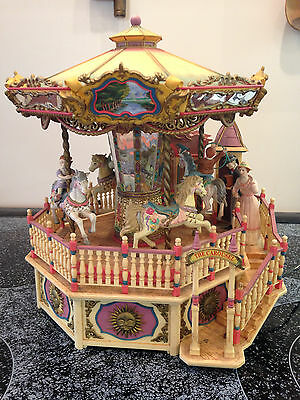 RARE VINTAGE ENESCO SMALL WORLD OF MUSIC CAROUSEL ROYALE DELUXE LIGHTED MUSICAL