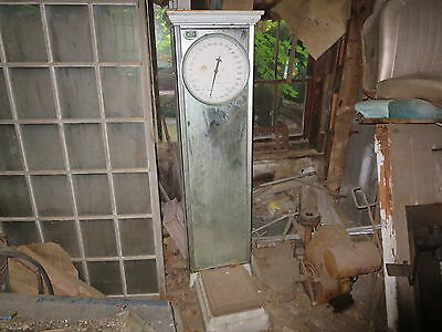 1930's Mills automatic Merchandising Corp 5 cent scale, National Weighting