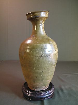 Very Fine Large Korean Koryo ChungJa Green Glazed Vase