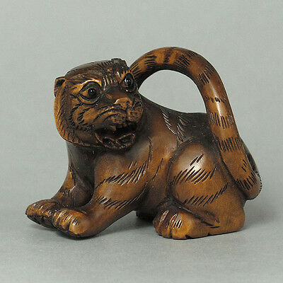Boxwood Handcraft Netsuke SITTING TIGER Carving (WN822)