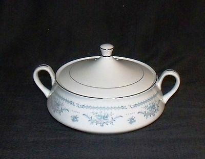 ekco winsford fine china of japan covered serving/casserole/vegetable bowl