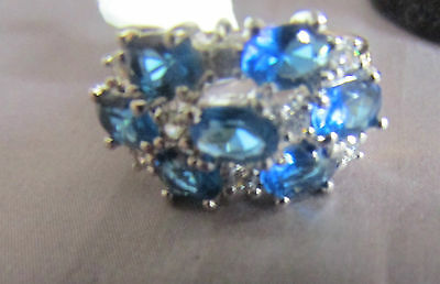 BEAUTIFUL 7 BLUE & 8 WHITE STONE  SILVER TONE COCKTAIL RING  Size 7
