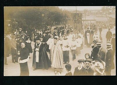 Middlesex CHISWICK Religious Procession c1900/10s? RP PPC by local pub Seymour