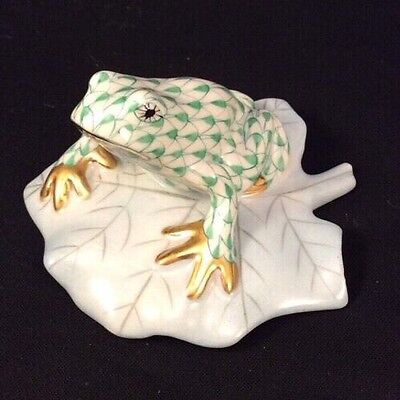 HEREND GREEN FISHNET Gold FROG on BLUE LILY PAD Figurine 5355-0-00 Toad