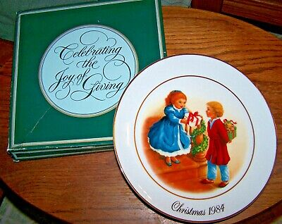 AVON Christmas Memories Series Plate - CELEBRATING THE JOY OF GIVING - 1984 -NIB