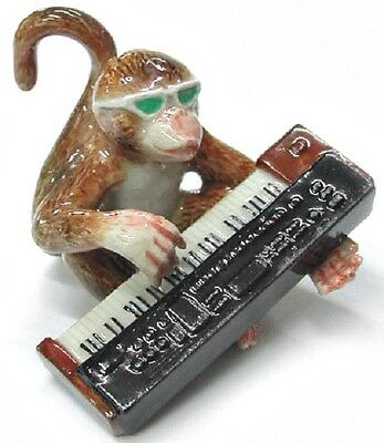 MB017 - NR Musician - Monkey playing the Keyboard