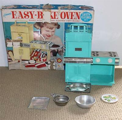 VINTAGE 1960's Kenner Easy Bake Oven in Turquiose Teal - Tested and Works!