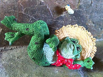 KATHY WISE CERAMIC ENESCO COUNTRY CROAKER FROG STRAW HAT FLY ON SPRING FIGURINE
