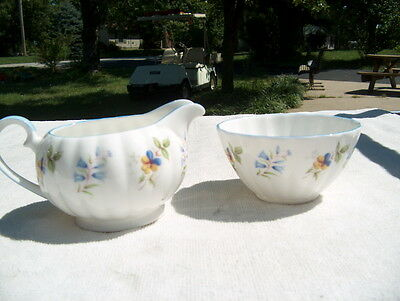 TUSCAN FINE ENGLISH BONE CHINA MADE IN ENGLAND MATCHING CREAM & SUGAR BOWLS NICE