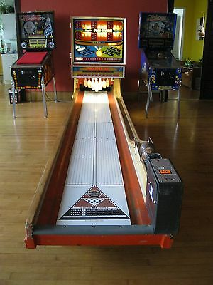 Rare Vintage 1973 Ball Bowler Chicago Coin Gold Medal Bowling Game Machine 16'